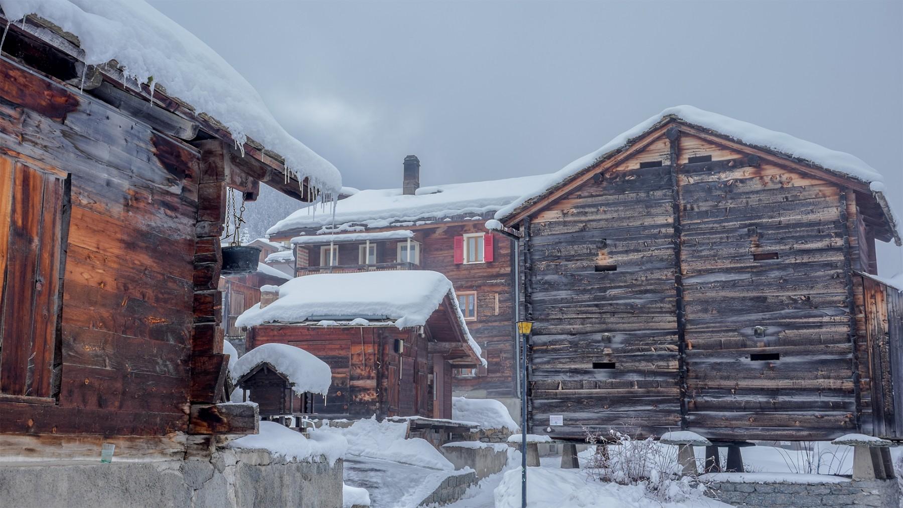 Im Dorfkern sind viele typische Häuser zu finden
